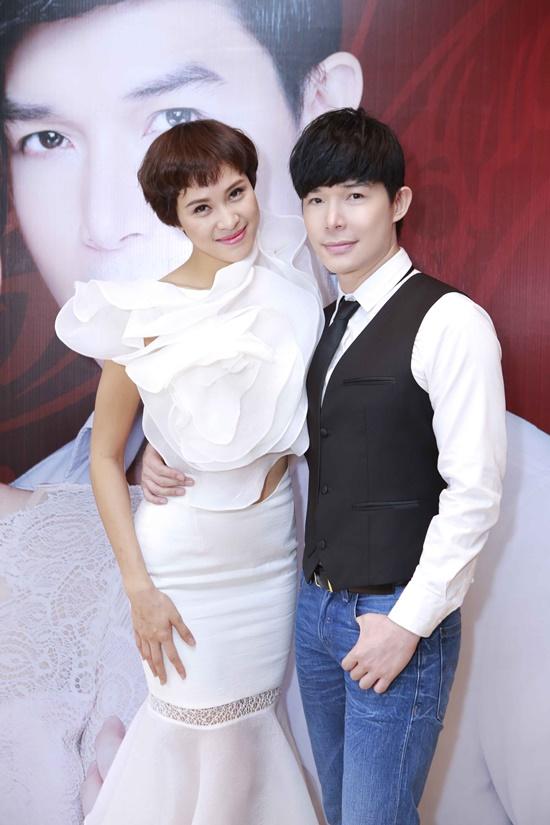 Phương Mai tham dự chương trình với vai trò là MC trong buổi họp báo của bạn thân Nathan Lee.