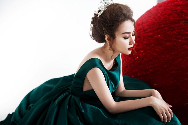 Sau thời gian dài đóng phim, Ngân Khánh chính thức trở lại ca hát với nhạc phẩmNgười tạo giấc mơdo Only C viết tặng.