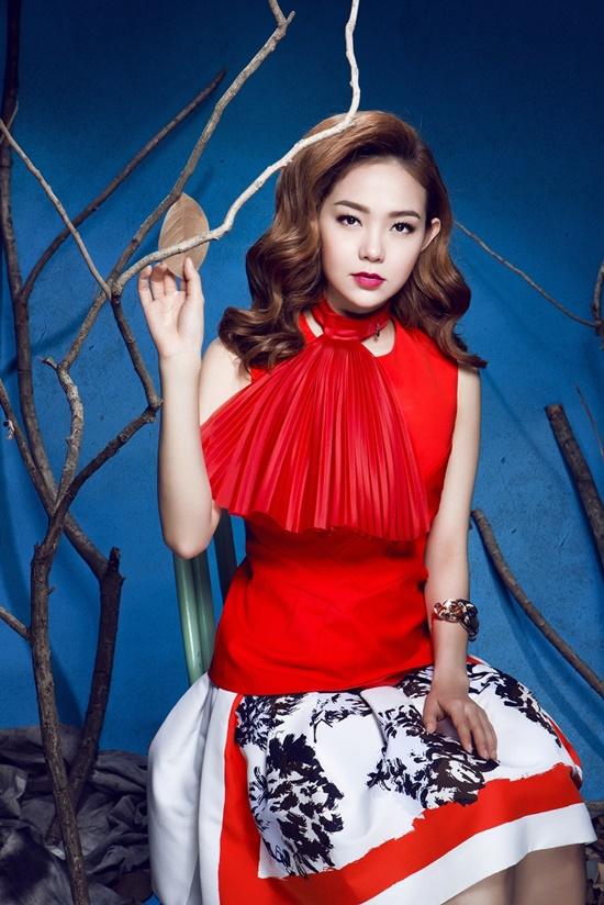 Bộ ảnh lần này Minh Hằng thực hiện nhằm tri ân tình cảm của khán giả dành cho cô trong suốt thời gian qua. Hiện tại, nữ ca sĩ đang tất bật với lịch diễn mùa cuối năm và chuẩn bị cho các dự án âm nhạc mới trong năm 2015.