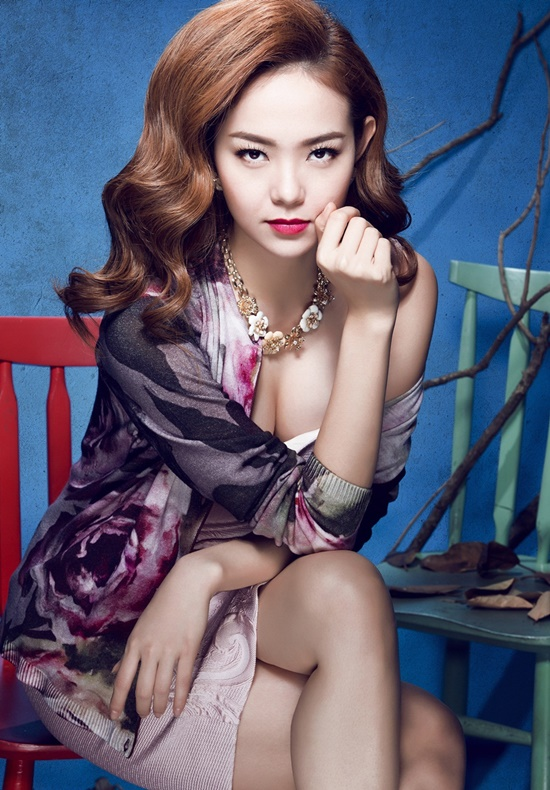 Stylist : Travis Nguyen Photographer : Lê Thiện Viễn Makeup  Hair : Minh Lộc Fashion : Dior , Luala , Phương My , Christian Louboutin , Escada , Lê Thanh Hoà