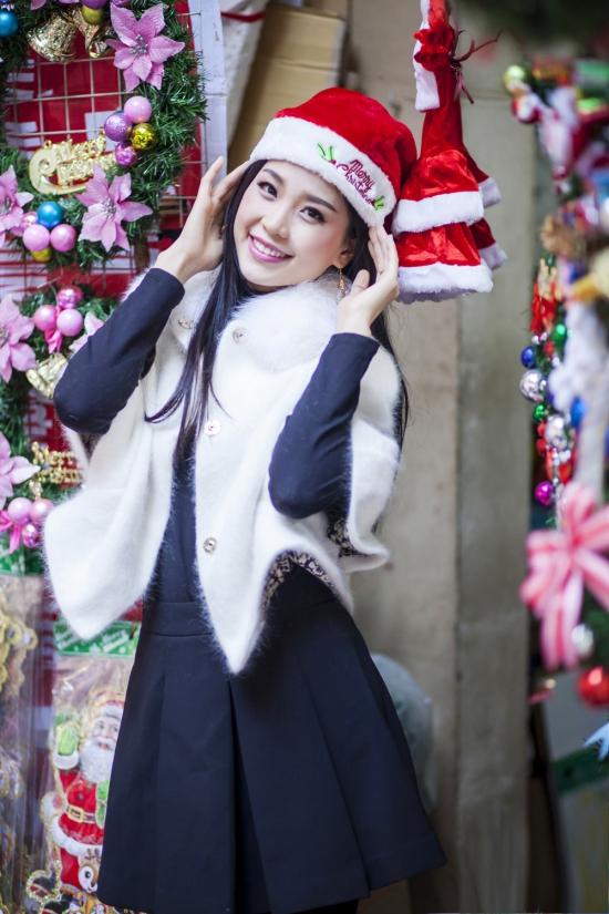 Diễm Trang đang có những ngày tận hưởng không khí Giáng sinh ở Hà Nội. Á hậu dành thời gian nghỉ ngơi sau nhiều tháng nỗ lực cho cuộc thi Hoa hậu Việt Nam 2014.