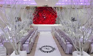 Không gian tiệc cưới giá 2 tỷ đồng ngập màu trắng của Thủy Tiên
