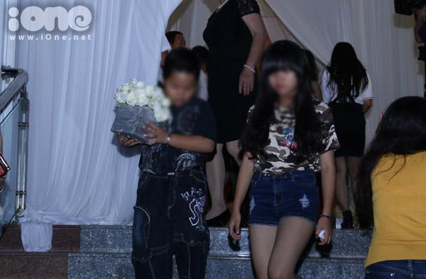 Những hành động xấu xí trong đám cưới Công Vinh - Thủy Tiên