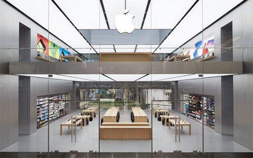 2 tầng của cửa hàng với nội thất được bày trí rất tinh tế và luôn tràn ngập ánh sáng. Được biết toàn bộ công trình độc đáo này được xây dựng bởi Forester + Partners.