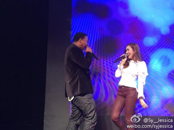 Jessica-lan-dau-bieu-dien-tren-2241-5805