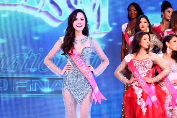Diệu Linh còn xuất sắc dành danh hiệuMiss South East Asia - Hoa hậu Đông Nam Á của cuộc thi.