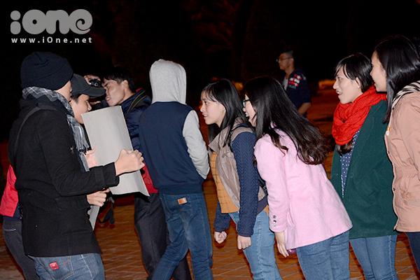 Tối 31/12, chương trình Vietnamese Kissing Booth, được làm lại theo chương trình Japanese Kissing Booth tại Nhật, do một nhóm các bạn trẻ Đà Nẵng tổ chức, diễn ra chính thức ở công viên Biển Đông. Vào tối 30/12, chương trình này chạy thử nghiệm tại quảng trường 29-3, bắt đầu thu hút một lượng lớn các bạn trẻ đến tham dự.