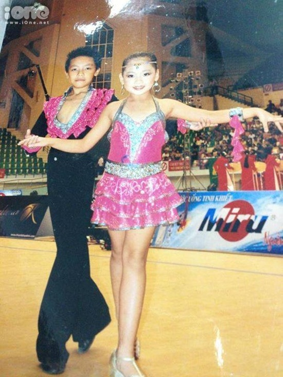 """Quỳnh Hương chia sẻ: """"bọn em nhảy cùng nhau từ bé nên cùng lớn lên cùng có 1 tuổi thơ có thể coi nhau như anh em chung 1 nhà vì đi thi đấu hay đi chơi hay đi tập, đi diễn đều đi cùng nhau"""