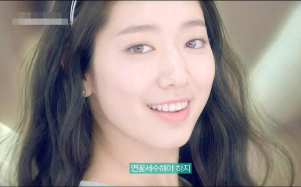 đã ngay lập tức trở thành một sản phẩm bán cực chạy tại Hàn Quốc sau khi phim Pinocchio phát sóng. Thỏi son này hot đến nỗi màu son cam số 12 được Park ShinHye sử dụng trong phim đã nhanh chóng cháy hàng, cùng với đó là màu 16 Velvet Red trong bộ sưu tập mùa thu được nhiều beauty blogger xứ kim chi sử dụng.