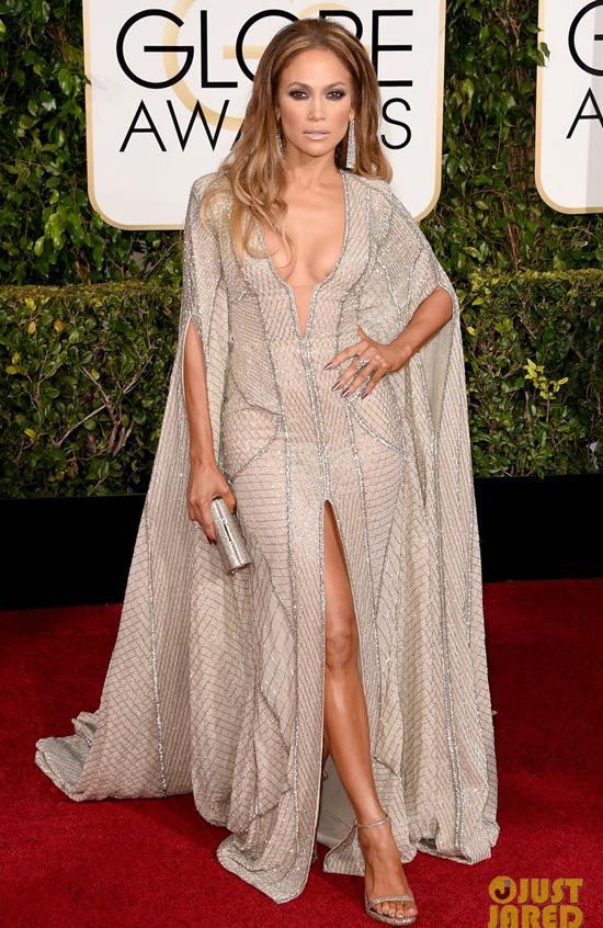 Jennifer-is-wearing-a-Zuhair-M-8208-3673