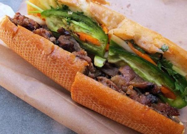 Bánh mì được xem là món ăn đường phố tiêu biểu của Việt Nam, được bày bán ở khắp nơi. Người Việt kết hợp nhiều nguyên liệu Đông - Tây làm nhân bánh mì như trứng, pa tê, xúc xích, ruốc, bò băm, rau thơm, sốt mayonnaise. Trang Huffington Post cho biết đường phố Sài Gòn là nơi bán bánh mì ngon nhất.