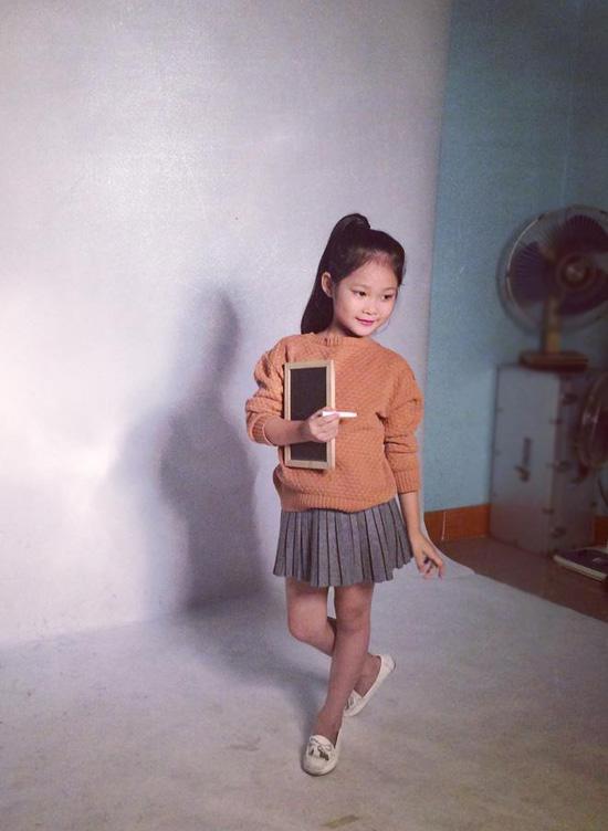 Mới  7 tuổi nhưng cô bé đã sở hữu trong tay hàng chục giải thưởng lớn nhỏ tại các cuộc thi mẫu nhí trên mạng, tham gia nhiều chương trình biểu diễn thời trang, nghệ thuật cho các nhãn hàng, đóng TVC quảng cáo, phim ngắn và xuất hiện trong nhiều MV.