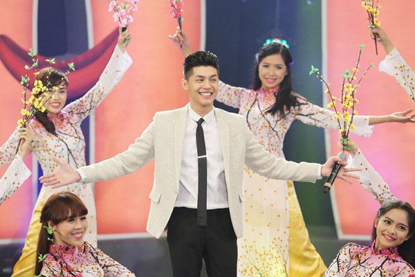 Noo Phước Thịnh thể hiện bài hát nhẹ nhàng mang tên Giai điệu mùa xuân