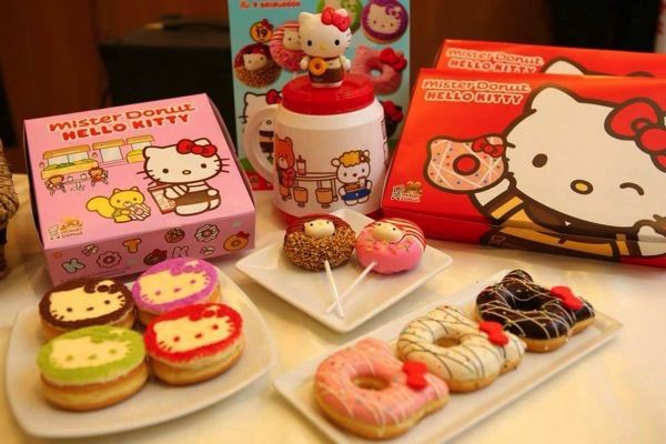 Những chiếc bánh donut Hello Kitty luôn là một trong những lựa chọn của giới trẻ khi đến đây. Ảnh: phuketindex