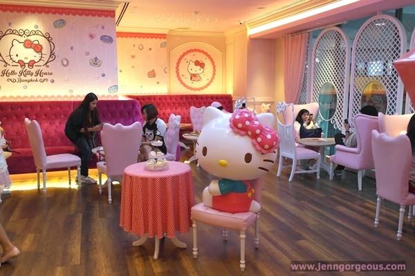Không gian quán lấy gam màu hồng từ nhạt đến đậm  là tông chủ đạo, đáng yêu và xinh xắn.  Nguồn: jenngorgeous