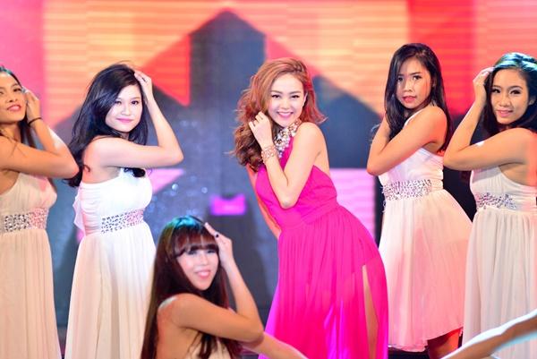 Chính thức phát hành vào ngày 26/01 trên toàn quốc và tại hải ngoại, Gala Nhạc Việt đã và đang nhận được nhiều sự quan tâm và hưởng ứng của khán giả với sản phẩm âm nhạc Tết đầu tiên của Tết Ất Mùi 2015