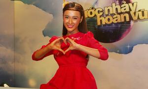 Angela Phương Trinh 'nhuộm' da đỏ lè vẫn cực xinh