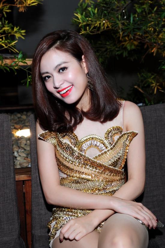 Hoang-Thuy-Linh-3-5538-1422928987.jpg