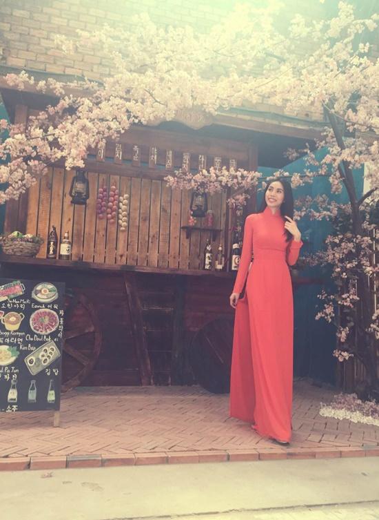 Sau đám cưới cùng công Vinh vào cuối năm 2014, Thuỷ Tiên nhanh chóng trở lại với công việc ca hát. Mới đây, cô cho ra mắt album nhạc xuân mang tên Chào xuân mới gồm 3 ca khúc: Chào xuân mới, Hát mừng xuân, Xuân ơi xuân. Cả 3 ca khúc đều là sáng tác mới nhất của Thuỷ Tiên. Điều đặc biệt đây là lần đầu Thuỷ Tiên thử sức mình trong việc sáng tác nhạc xuân.