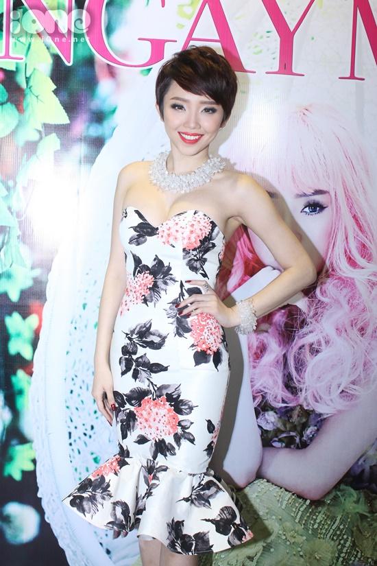 Là gương mặt trẻ nổi bật tại hải ngoại , khi về Việt Nam tham gia cuộc thi The Remix, Tóc Tiên đã gây được ấn tượng mạnh cho khán giả và giới truyền thông không chỉ bởi ngoại hình xinh đẹp gợi cảm, những bước nhảy cuốn hút& mà còn ở giọng hát giàu nội lực và phong cách trình diễn chuyên nghiệp. Dung hoà cả hai yếu tố chuyên môn và tính giải trí, Tóc Tiên đang là một trong những gương mặt được trông đợi nhất tại cuộc thi.