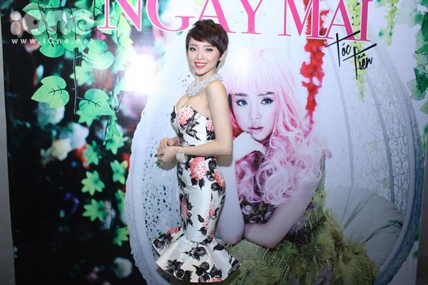 Tối ngày 6/2, Tóc Tiên lần đầu tiên tổ chức buổi gặp mặt báo chí