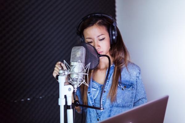 Suboi là ca sĩ khách mời của liveshow 3chương trình The Remix. Cô nàng rapper cá tính sẽ kết hợp Trúc Nhântrình diễn màn mash-up 2 bài hit: Trời cho của Suboi và Bốn chữ lắm.