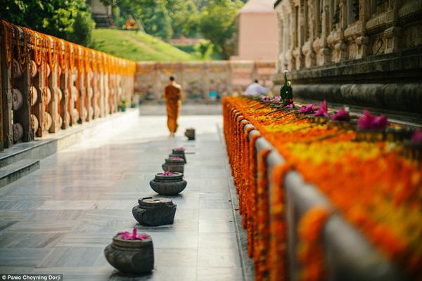 Tuy là một vương quốc xa xôi hẻo lánh, nhưng theo khảo sát của Đại học Leicester (Anh Quốc), Bhutan là nước có chỉ số hạnh phúc cao nhất châu Á và cao thứ 8 trên thế giới.