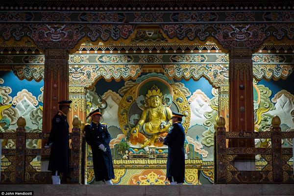 Những người lính gác Tu viện Tashichhodzong ở Thimphu.