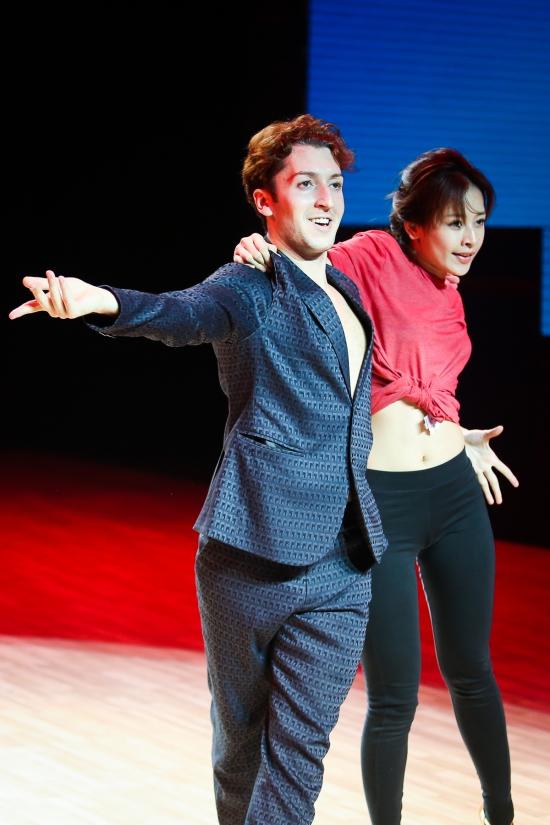 """Đêm live show thứ 6 chương trình Bước nhảy Hoàn vũ có chủ đề """"Đêm nhạc kịch"""". Tuần này,Chi Pu và Georgi sẽ trở thành Deena Jones và ông bầu Curtis của thập niên 60 trong vở nhạc kịch Dream girl"""