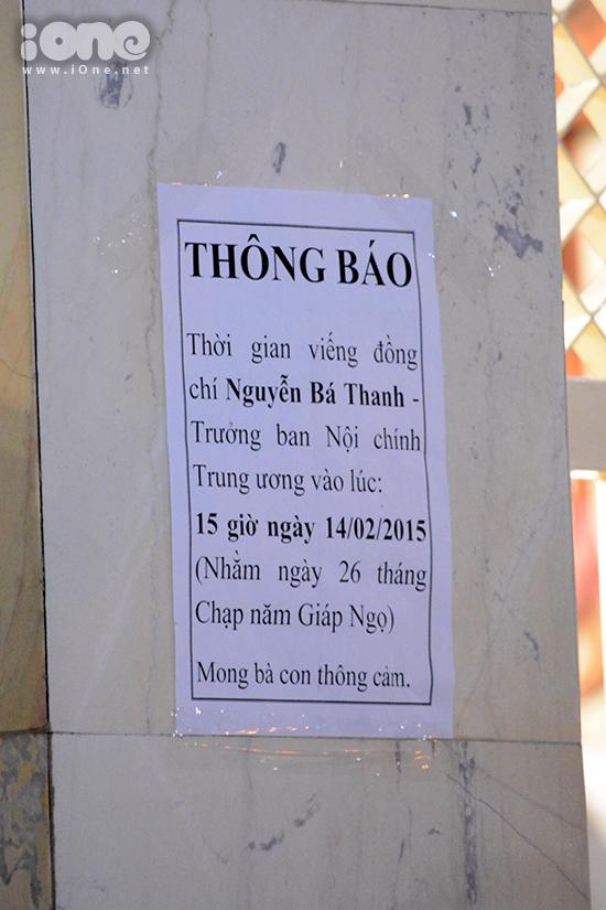 Cáo phó được dán ở cổng chính. Thời gian viếng tang lễ bác Nguyễn Bá Thanh diễn ra từ 15 giờ ngày 14/02/2015 tại nhà riêng, số 189 đường Cách Mạng Tháng Tám, phường Khuê Trung, quận Cẩm Lệ, thành phố Đà Nẵng.