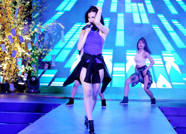 Tham gia chương trình còn có nữ ca sĩ Bảo Thi.