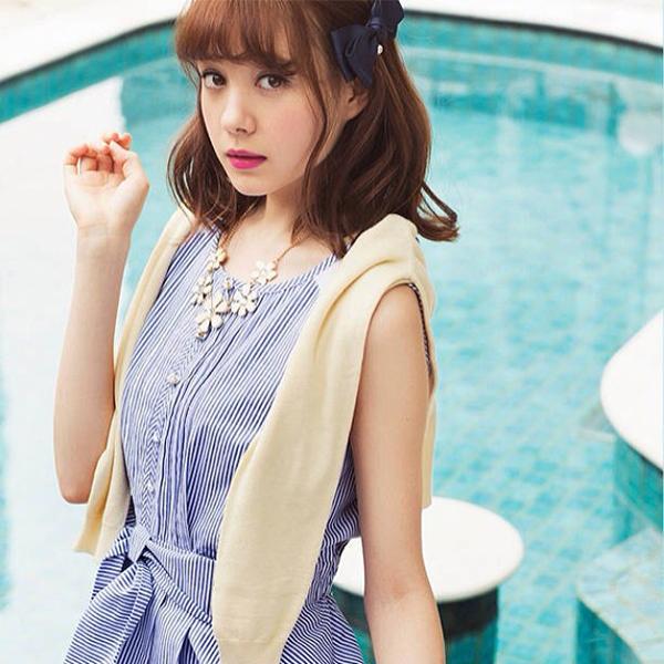 Với chiều cao 1m68, Reina là người mẫu khá có tiếng ở xứ hoa anh đào và là gương mặt thường xuyên xuất hiện trên truyền hình nước này.