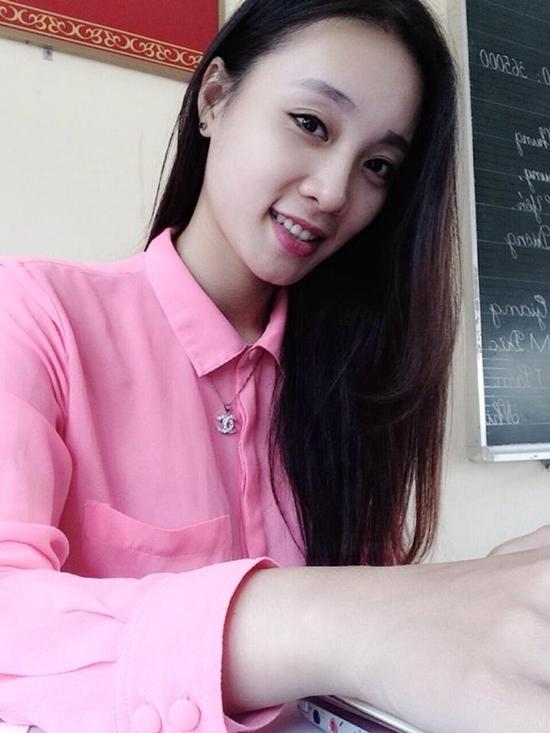 Tình yêu nghề giáo đã đưa Vân đến với những cô cậu học trò đáng yêu. Vân còn được học trò yêu mến bởi khả năng viết chữ đẹp.