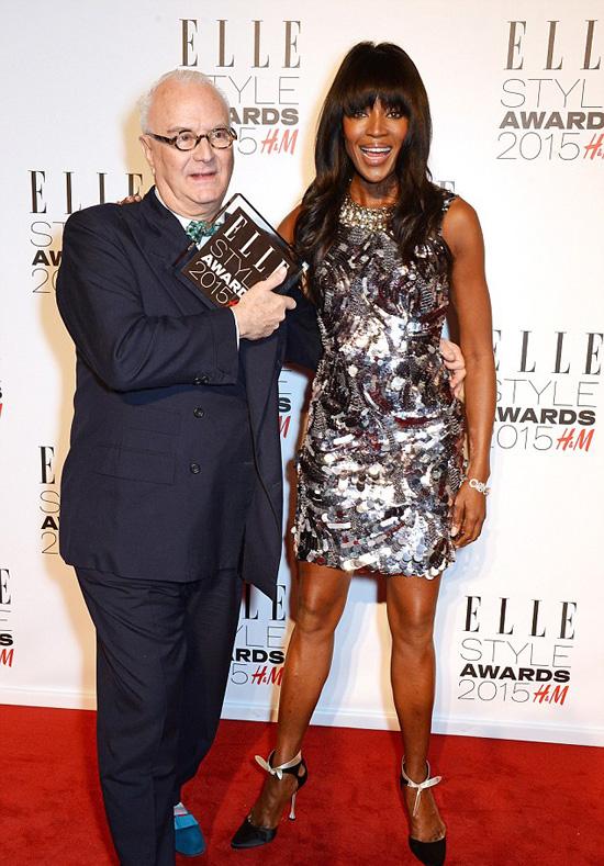 """Naomi Campbell trao giải """"Thành tựu trọn đời"""" cho nhà thiết kế giày nổi tiếngManolo Blahnik"""
