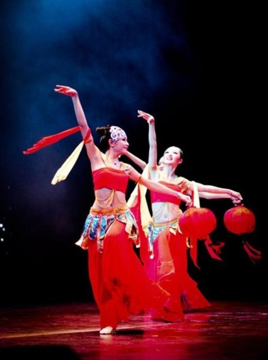 Cô gái xứ Nghệ tốt nghiệp loại giỏi trường cao đẳng Múa Việt Nam khoá 2002-2006.