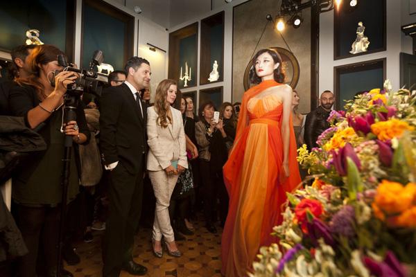 Ngay sau khi sang Milan làm việc và ký hợp đồng với công ty ICE Models, Kha Mỹ Vân bắt đầu đi casting cho các thương hiệu. Mới đây, cô được chọn làm người mẫu trình diễn trong show củaMeissen Couture