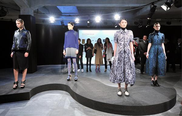là một trong bốn người mẫu được lựa chọn cho sự kiện ra mắt dòng xe hơi thời trang mới nhất ở Milan, Italy