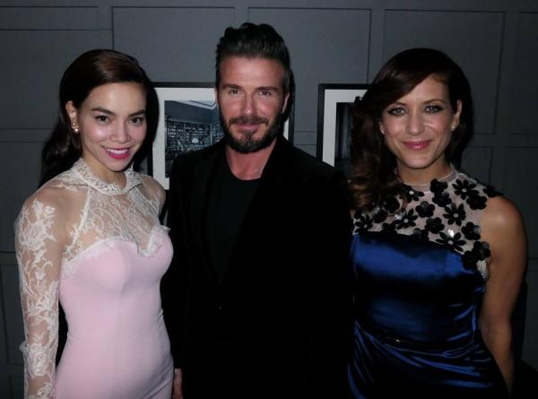 Fanpage của David Beckhams cũng nhanh chóng đăng tải bức ảnh cầu thủ nổi tiếng chụp cùng Hồ Ngọc Hà và diễn viênKate Walsh.