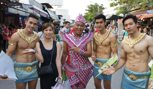 thailand-guy-papaya-salad-1-91-2516-7043