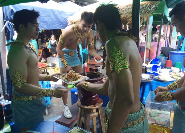 thailand-guy-papaya-salad-4-17-3650-2903