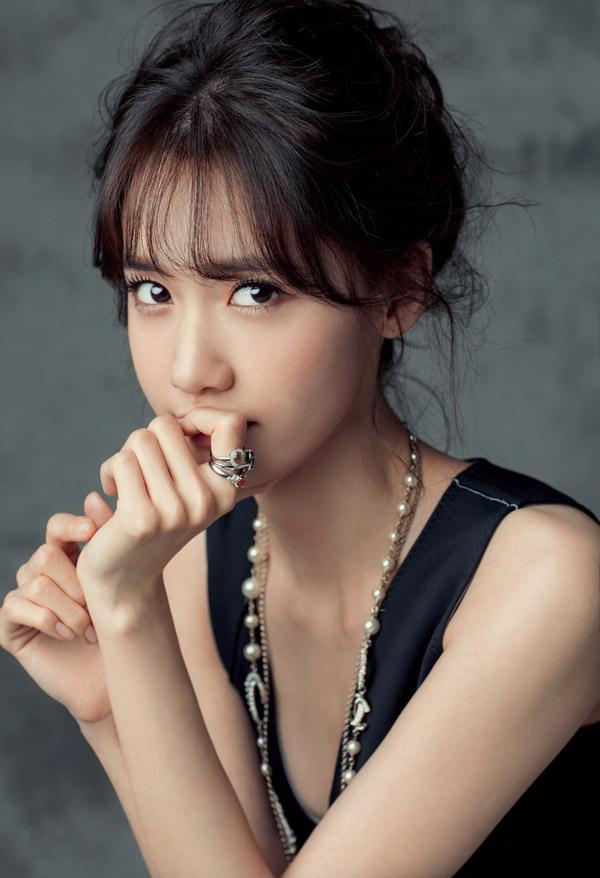 yoon-ah-tae-yeon-hinh-tap-chi-9685-2025-