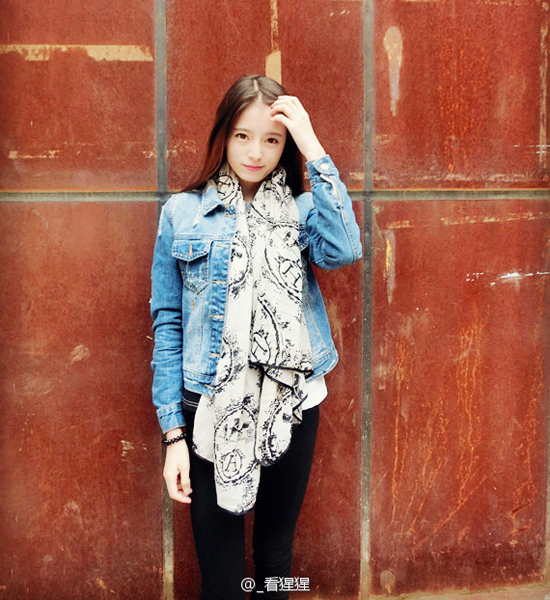 Em gái Hà Tư Kỳ đang học khoa Nghệ thuật của Đại   học Sư phạm Tứ Xuyên.