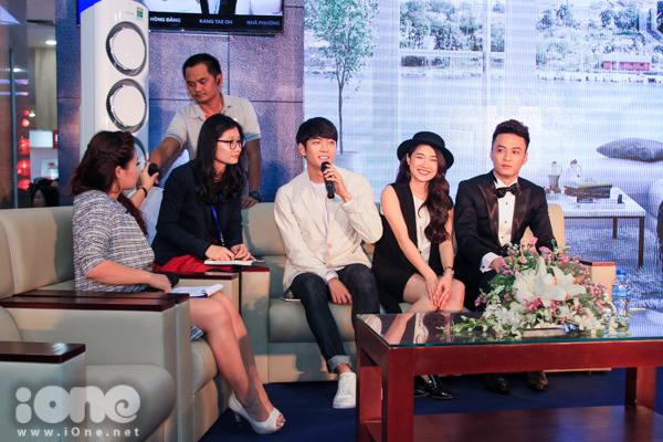 Đây là lần thứ 2 các diễn viên của bộ phim có buổi gặp mặt với các Fan tại Hà Nội. Tại lần này, chỉ có 3 diễn viên xuất hiện, trong đó Kang Te Oh đã phải bắt chuyến bay có mặt tại Hà Nội từ trưa nay để kịp tham gia chương trình.