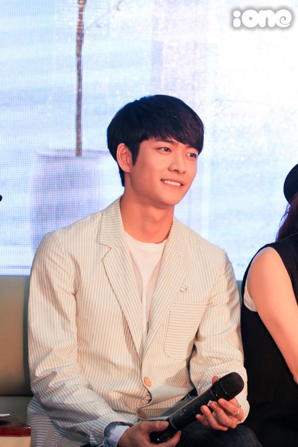 Kang Te Oh xuất hiện và nói xin chào Việt Nam bằng tiếng Việt khiến các Fan hú hét không ngừng.
