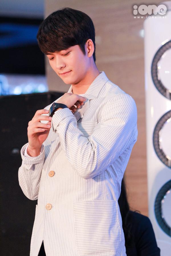 Chiếc đồng hồ của Junsu đeo trong phim đã thuộc về một Fan cuồng nhiệt sau một hồi đấu giá căng thẳng liên tục.