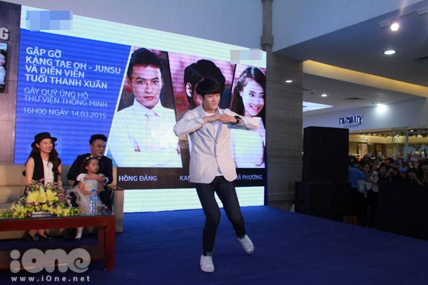Sau khi giao lưu và kêu gọi fan đấu giá, Kang Tae Oh kết thúc chương trình với màn biểu diễn thể hiện khả năng ca hát cùng vũ đạo. Tuy nhiên, Kang Te Oh cảm thấy bối rối và rất run trước tình cảm của Fan Việt Nam nên màn biểu diễn chỉ kéo dài 20s.