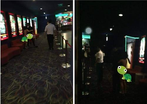 Cô gái ngang nhiên lột đồ để núi kéo bạn trai ngay ở rạp chiếu phim. Ảnh: Beat.vn.
