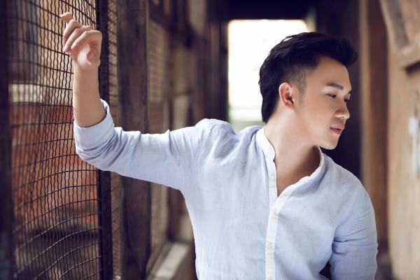 Trong album lần này,lần đầu tiên Dương Triệu Vũcông khai chuyện cá nhân sau hàng loạt nghi án tình cảm ở thờiđiểm mới về nước để hoạt động nghệ thuật.