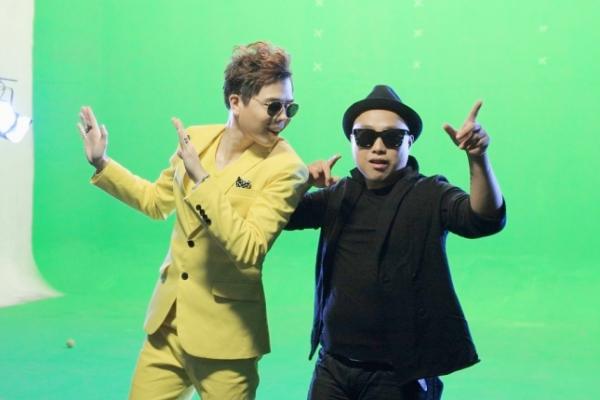 """Trước Tết, Trịnh Thăng Bình đã hé lộ về dự án """"Sài Gòn Đêm Nay"""". Đây là dự án âm nhạc mới nhất đáng để kỳ vọng nhất của nam ca sĩ. Ngoải ra, đây cũng là sản phẩm âm nhạc đánh dấu sự thay đổi phong cách lẫn hình ảnh của chàng ca sĩ """"Người ấy"""", mang đến cho khán giả và người hâm mộ sự mới mẻ, khỏe khoắn và hiện đại hơn."""