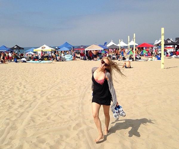 Hyo Yeon (SNSD) đăng ảnh hồi cô nàng đi chơi biển ở Los Angeles